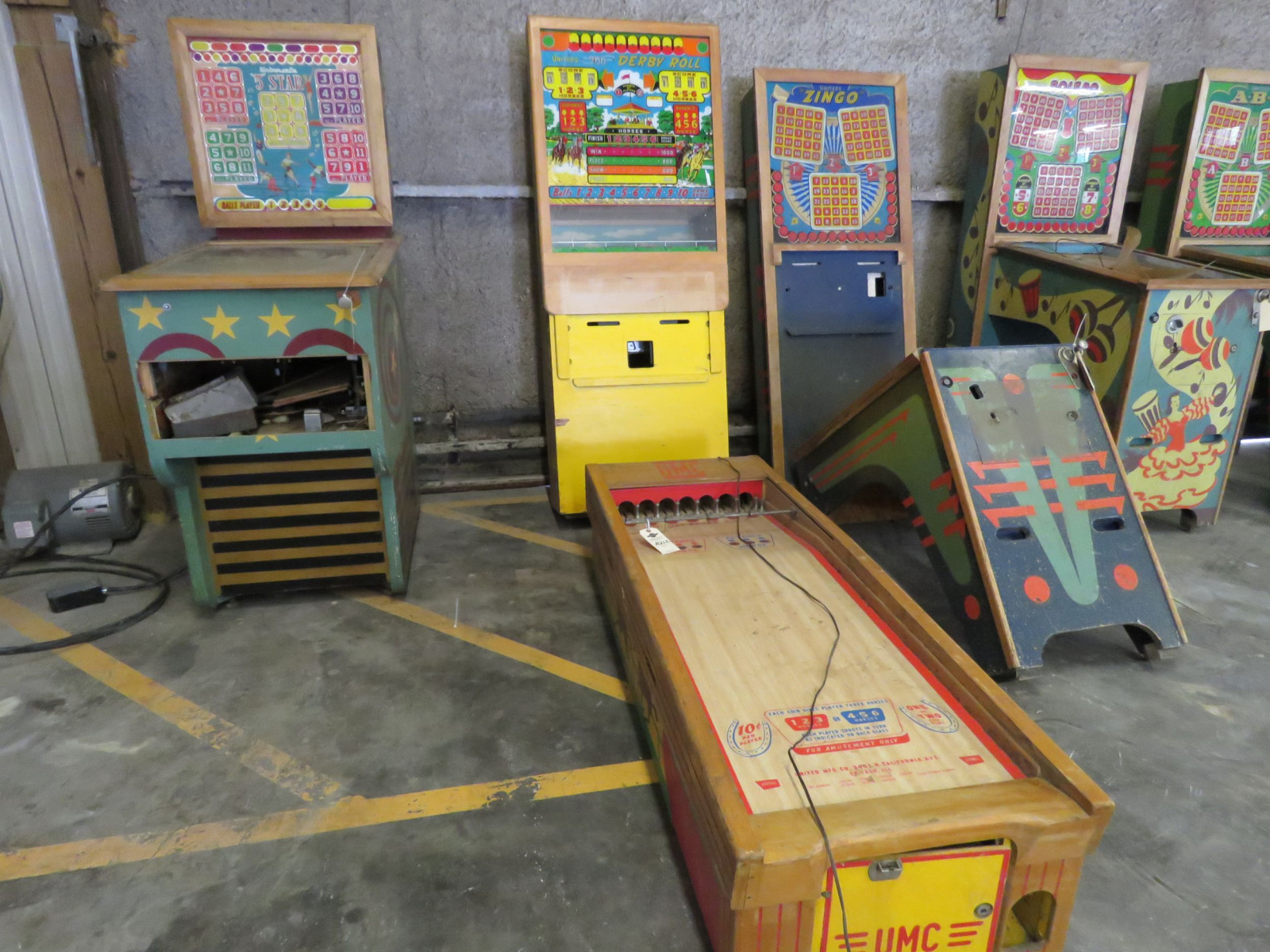 Vintage UMC United's Derby Roll Arcade-Pinball Machine - Image 1