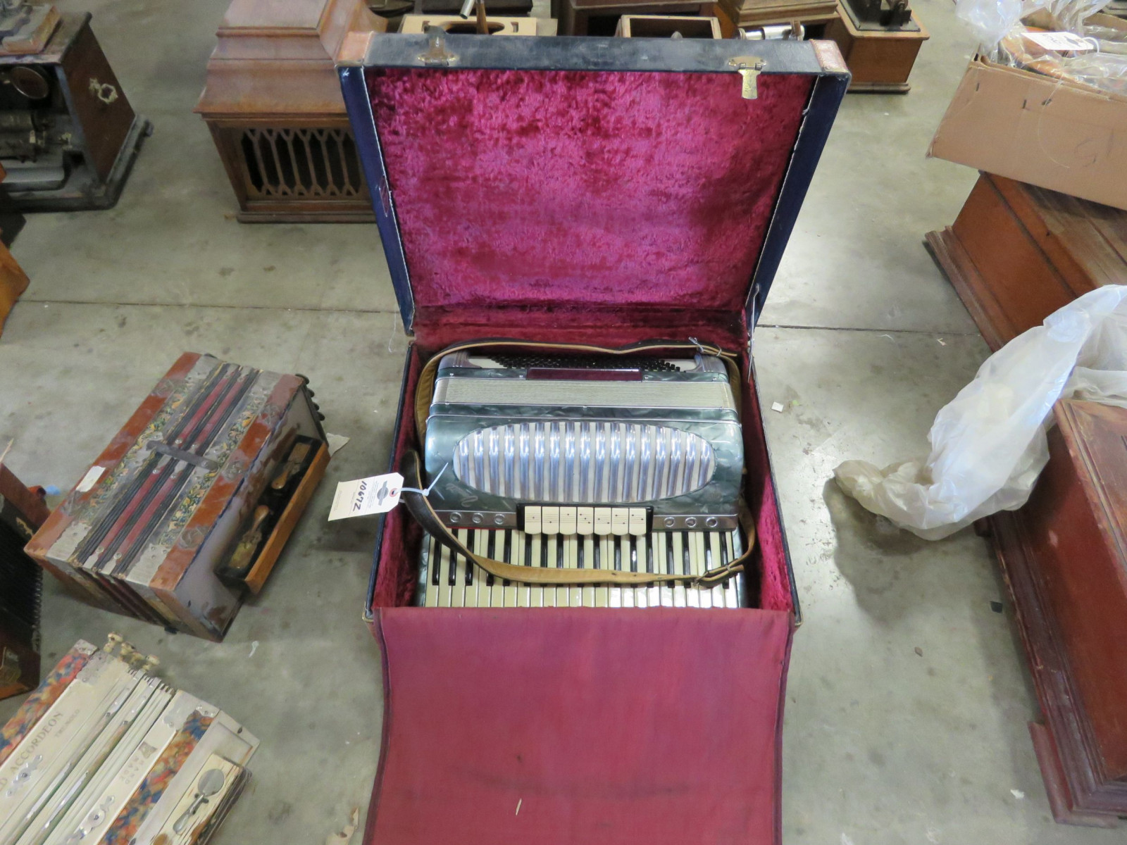 Vintage Accordian - Image 1