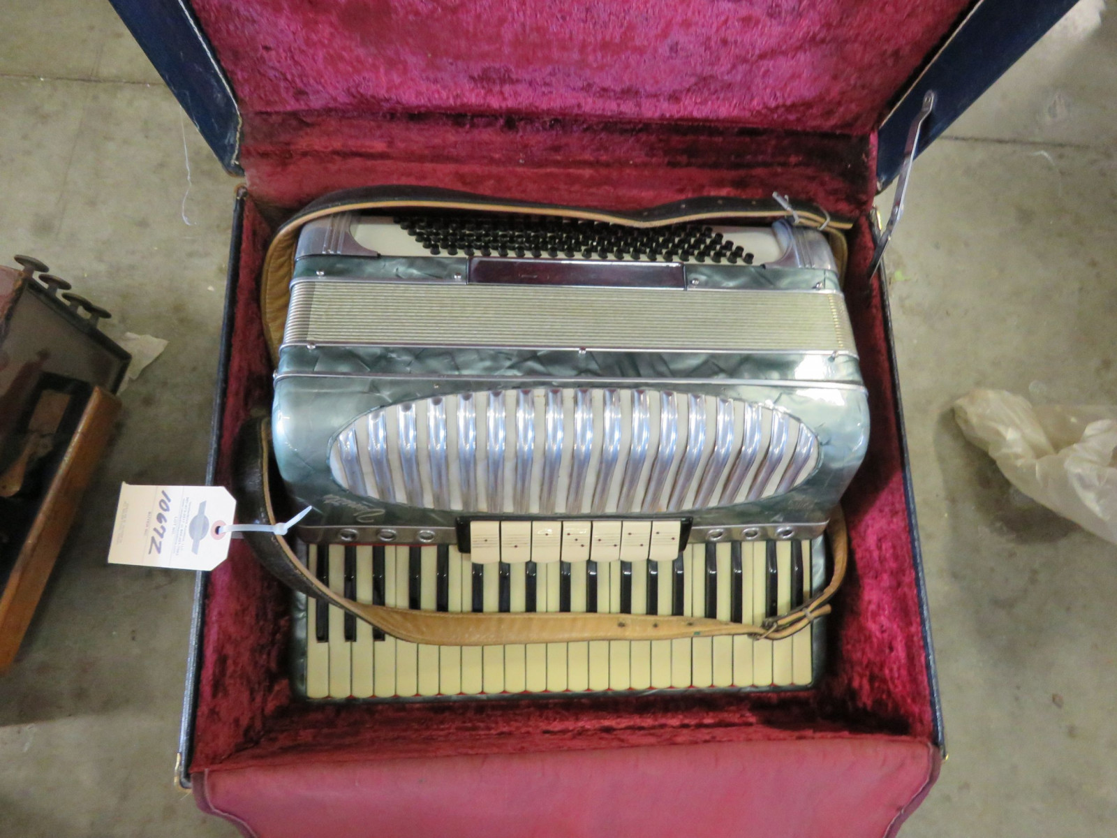 Vintage Accordian - Image 2