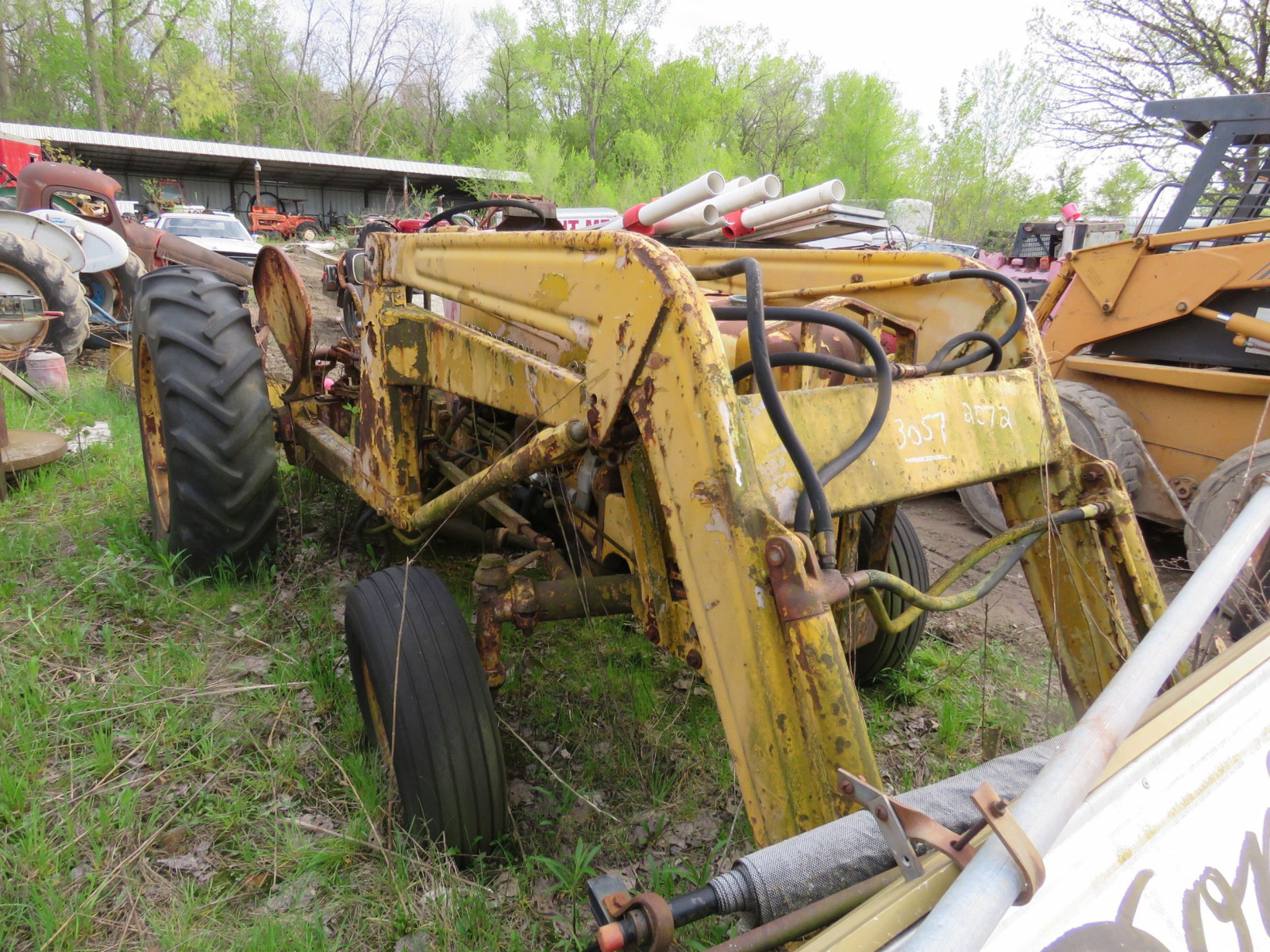 International 300 Tractor - Image 2