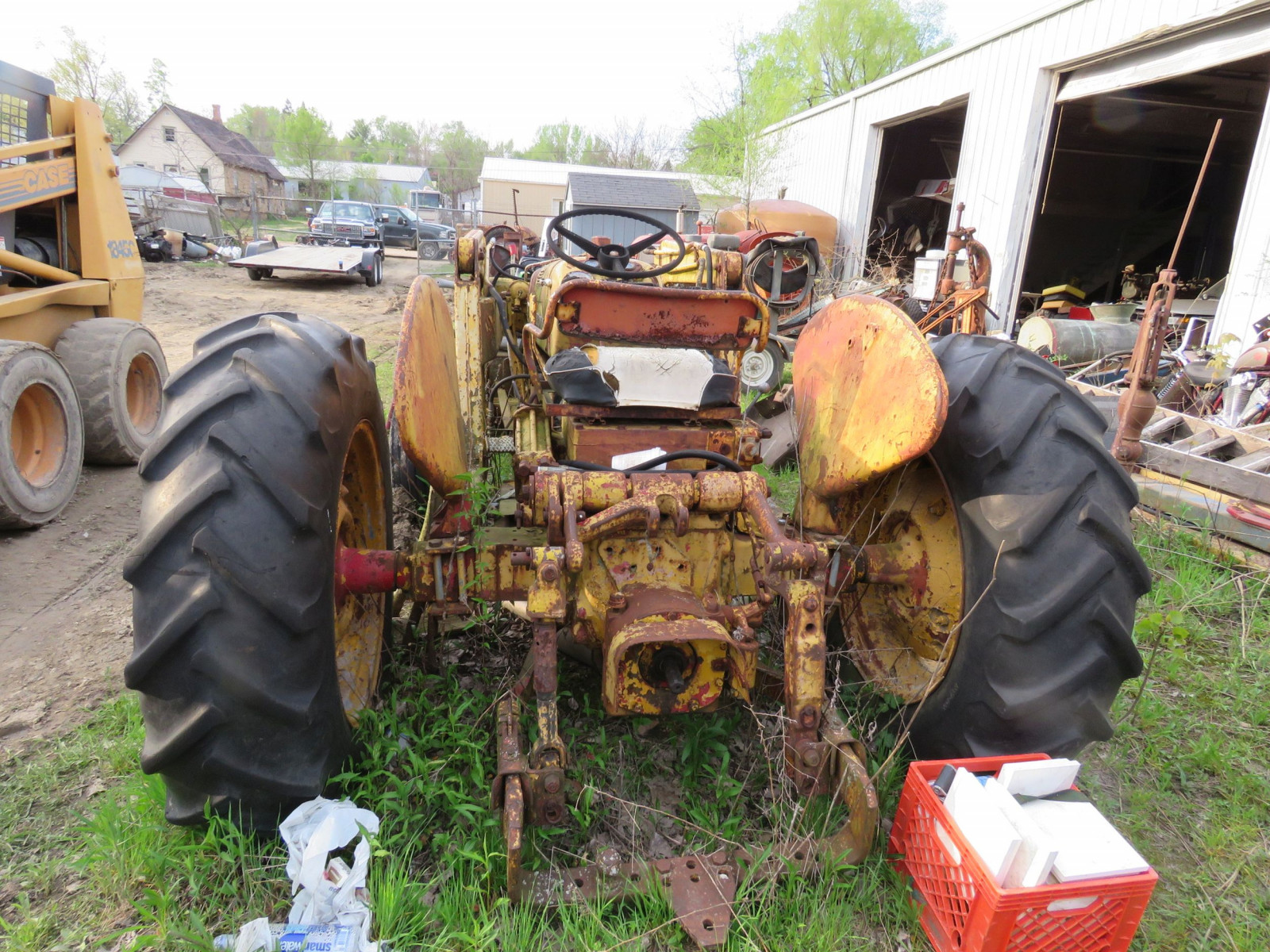 International 300 Tractor - Image 3