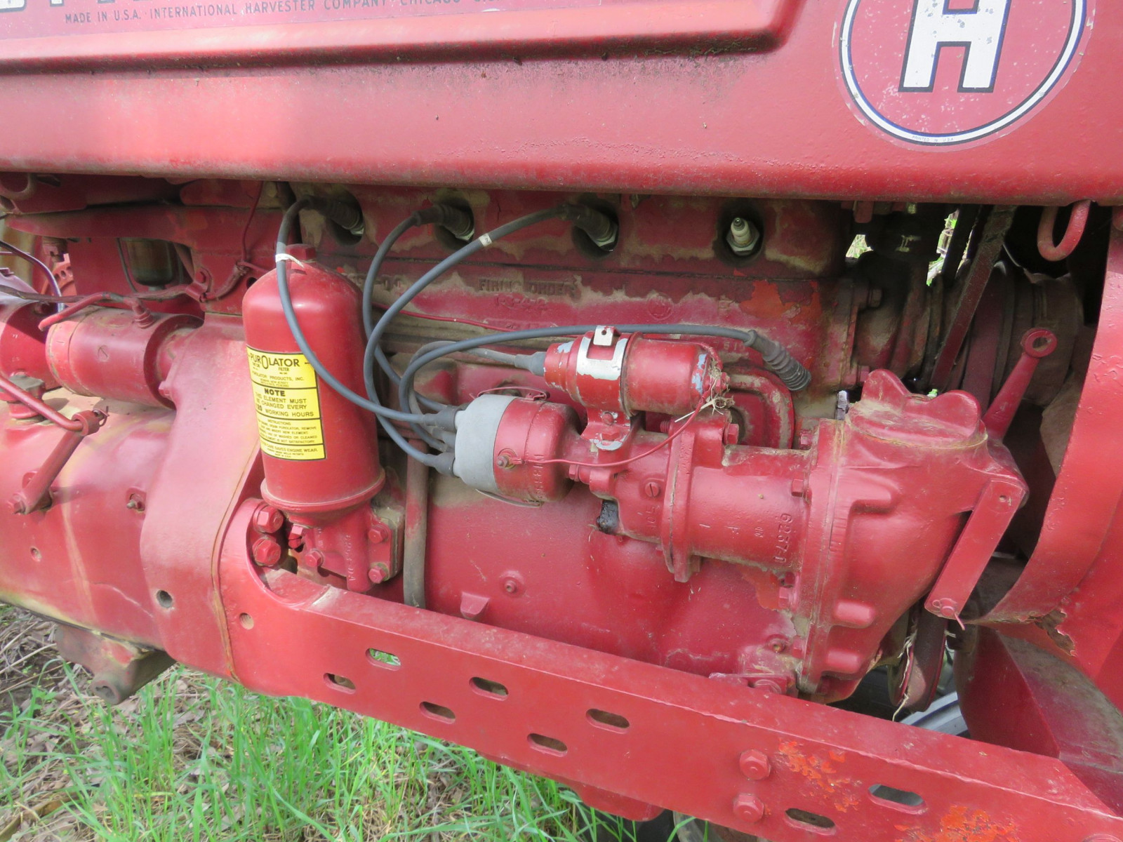 Farmall H Antique Tractor - Image 2
