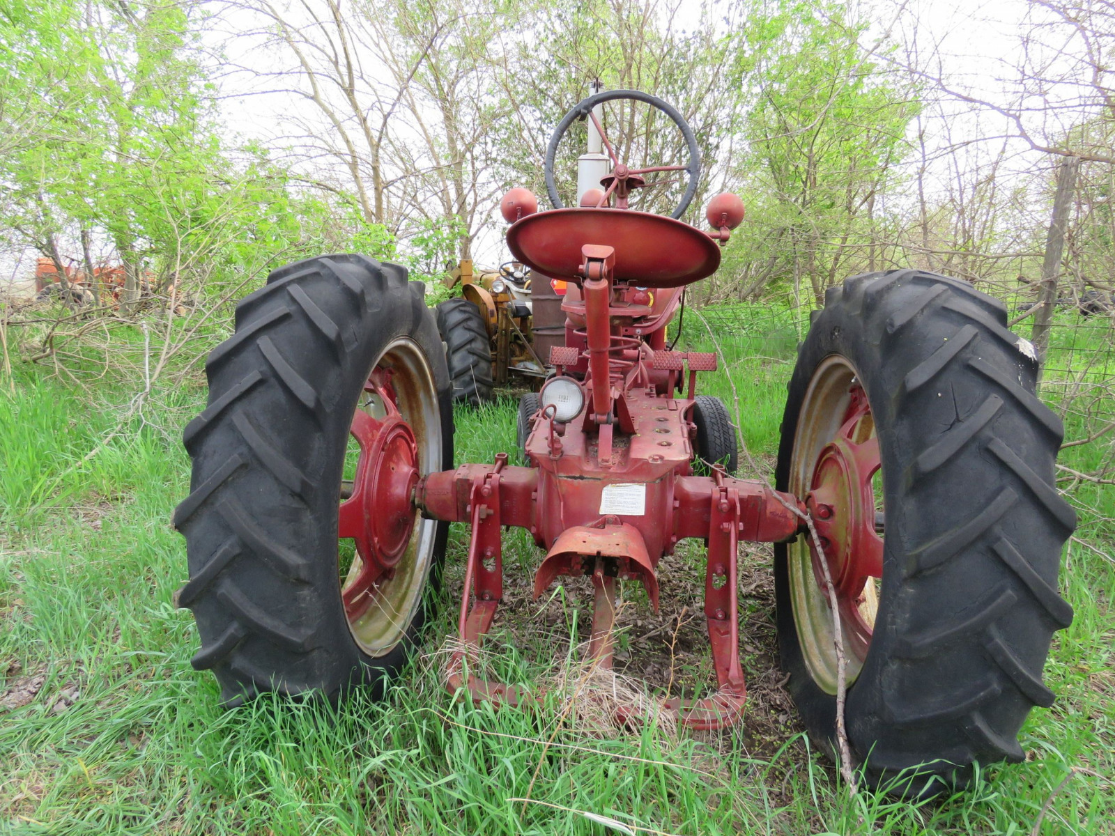 Farmall H Antique Tractor - Image 3