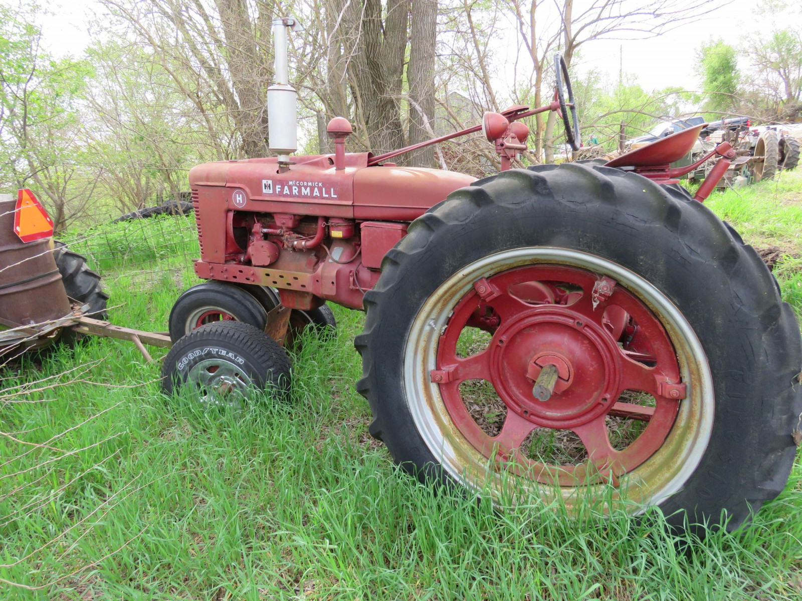 Farmall H Antique Tractor - Image 4