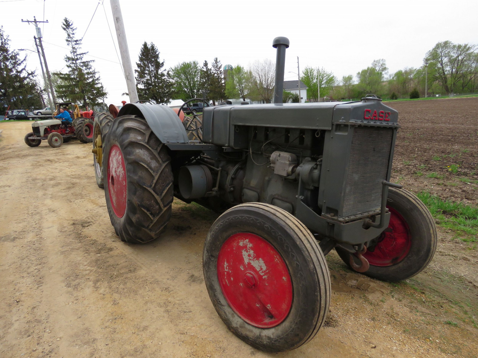 Case L Tractor - Image 1