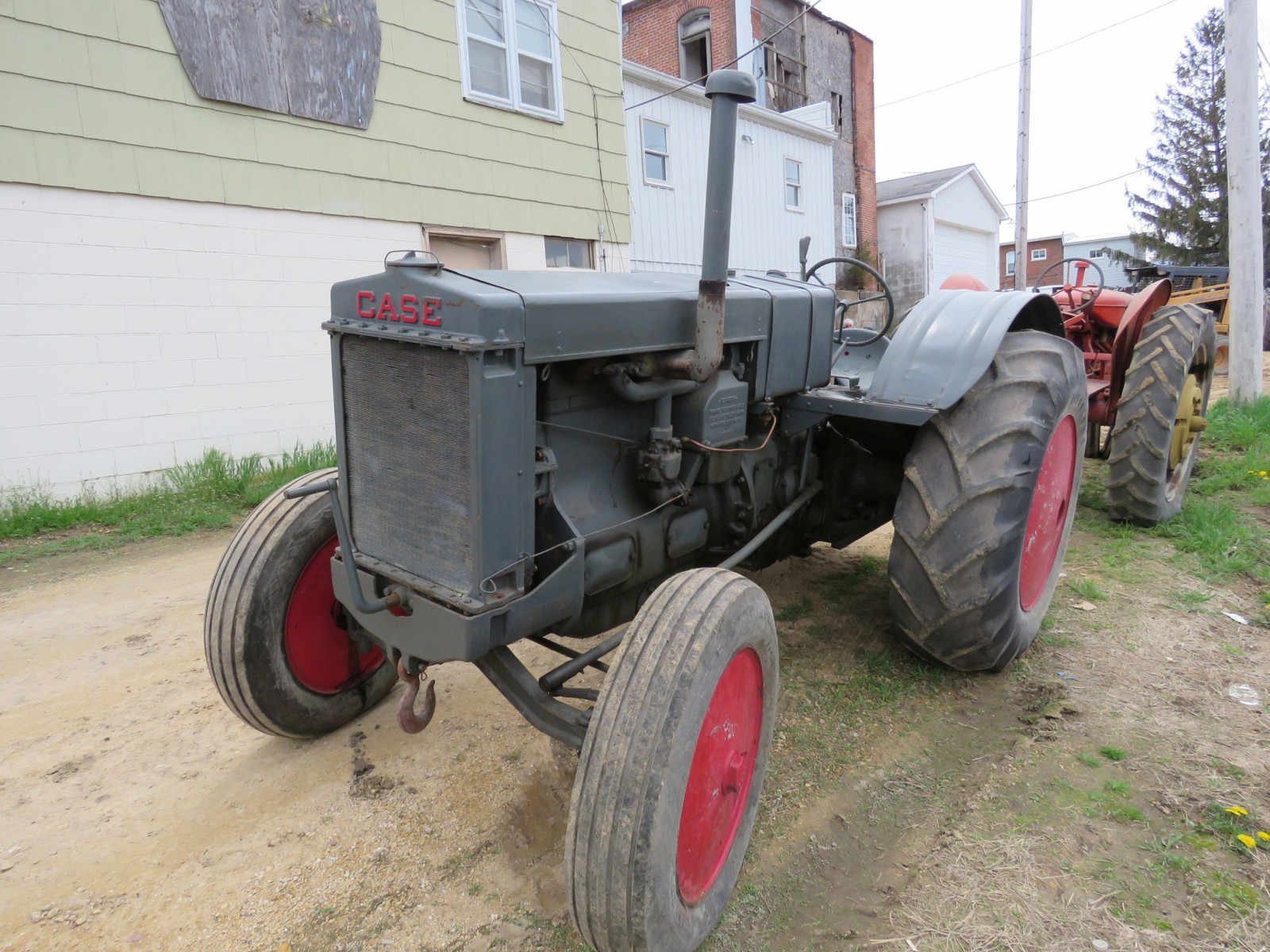 Case L Tractor - Image 4