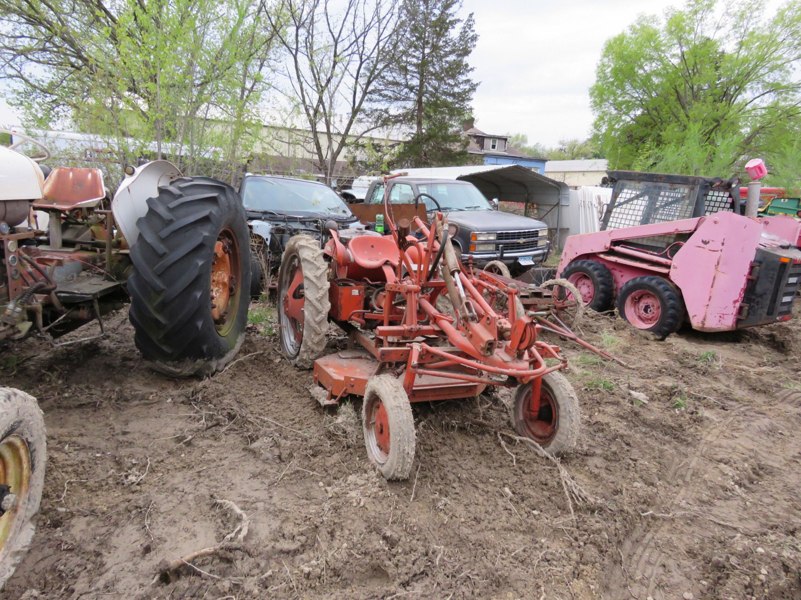 Allis Chalmers G Tractor - Image 1