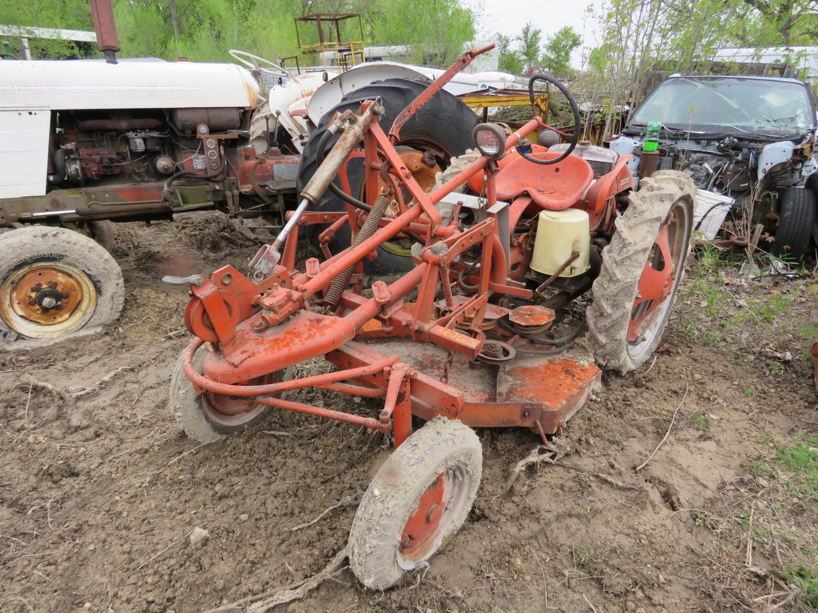 Allis Chalmers G Tractor - Image 2
