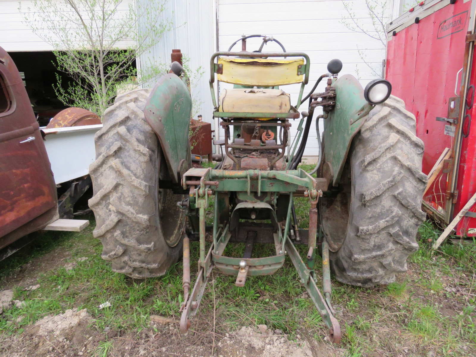 Oliver 880 Tractor - Image 4
