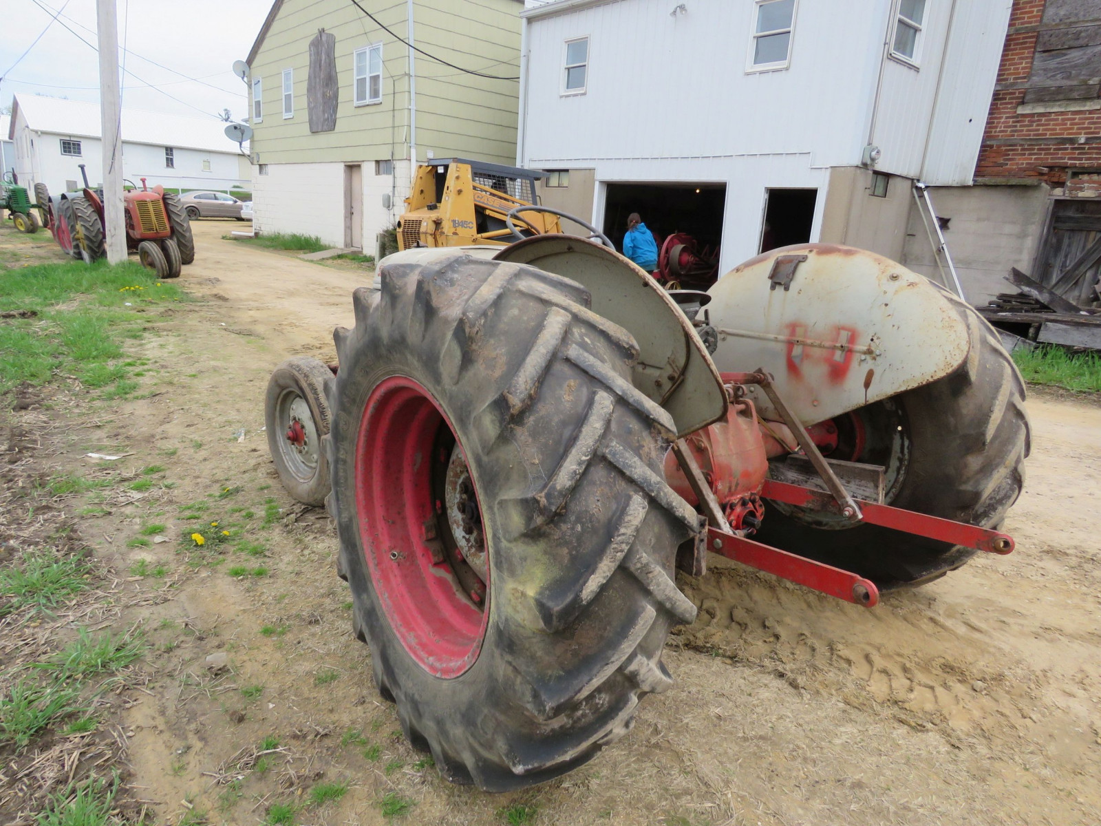 Ford 8N Tractor - Image 8