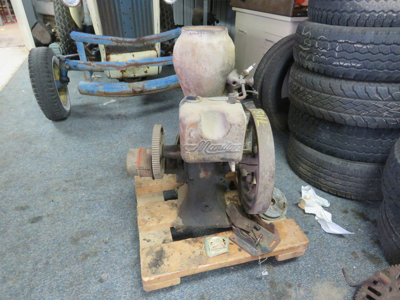 Monitor VJ 1 1/4 HP Upright Stationary Gas Engine - Image 1