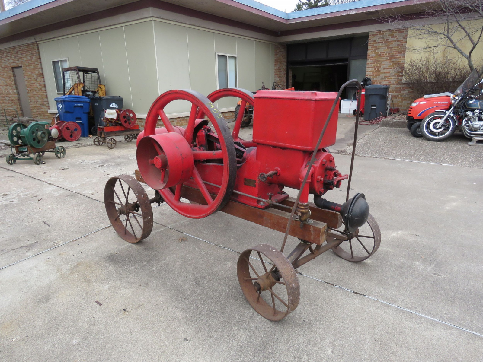 Banner 7hp Stationary Gas Engine On Cart with Steel Wheels - Image 1