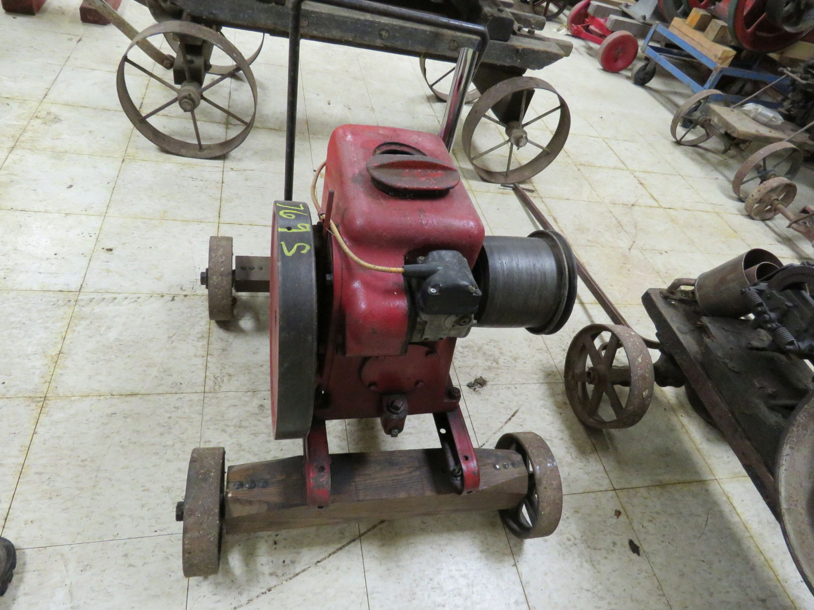 McCormick Deering LBA 1 1/2hp to 2 1/2hp Stationary Gas engine LBA 01003 - Image 2