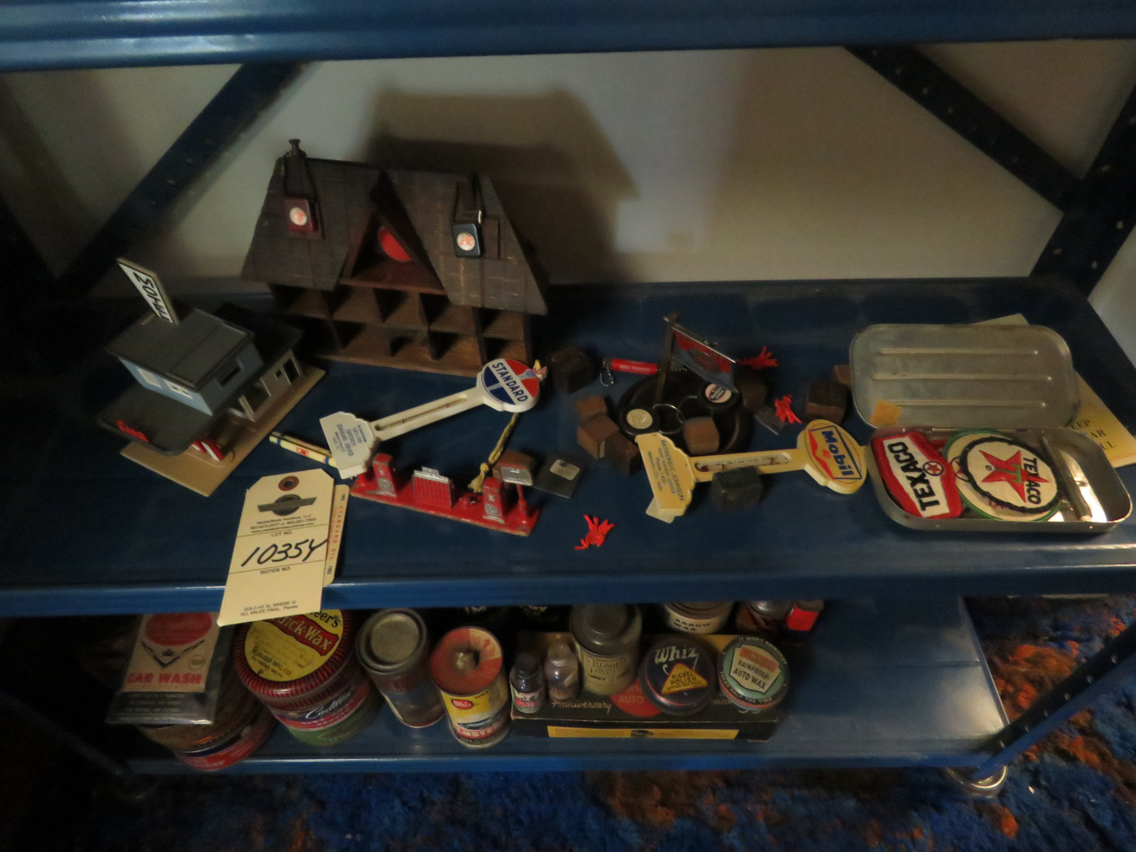 Vintage Texaco Model Gas Station Pieces and others - Image 1