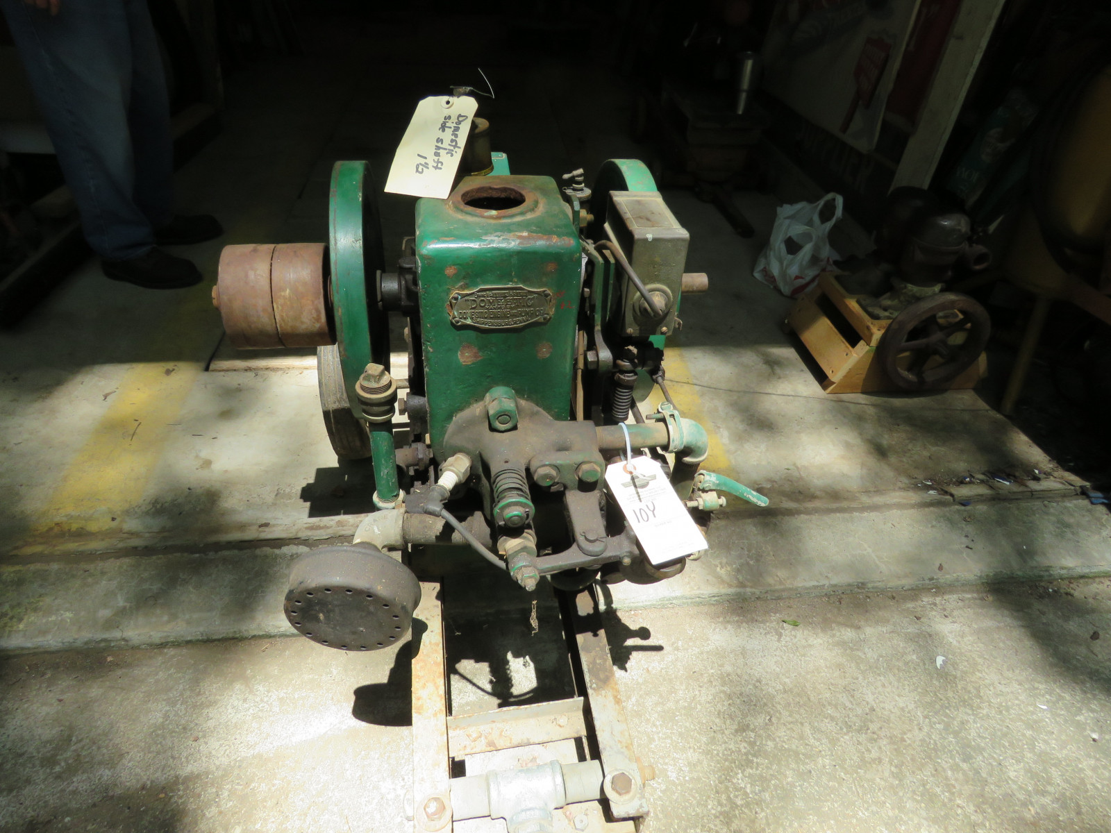 Domestic Side Shaft 1 1/2HP Stationary Gas Engine on Cart - Image 3