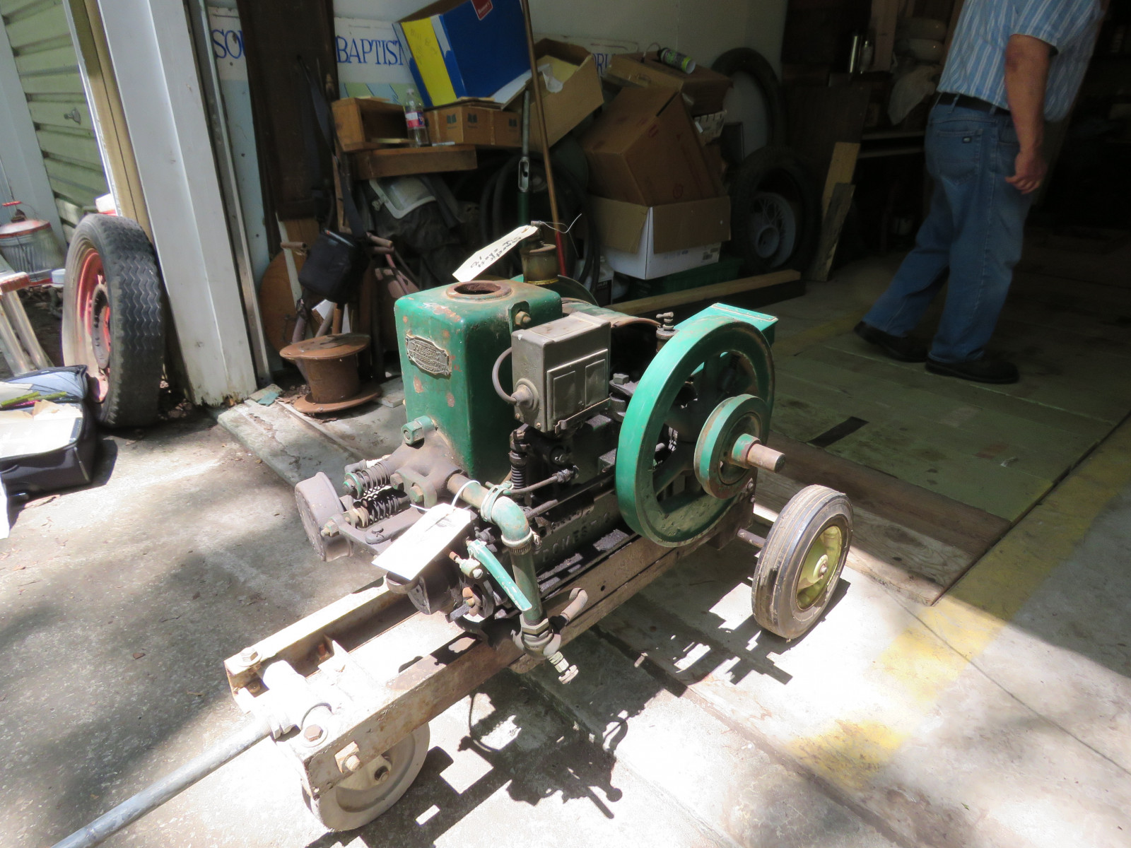Domestic Side Shaft 1 1/2HP Stationary Gas Engine on Cart - Image 5
