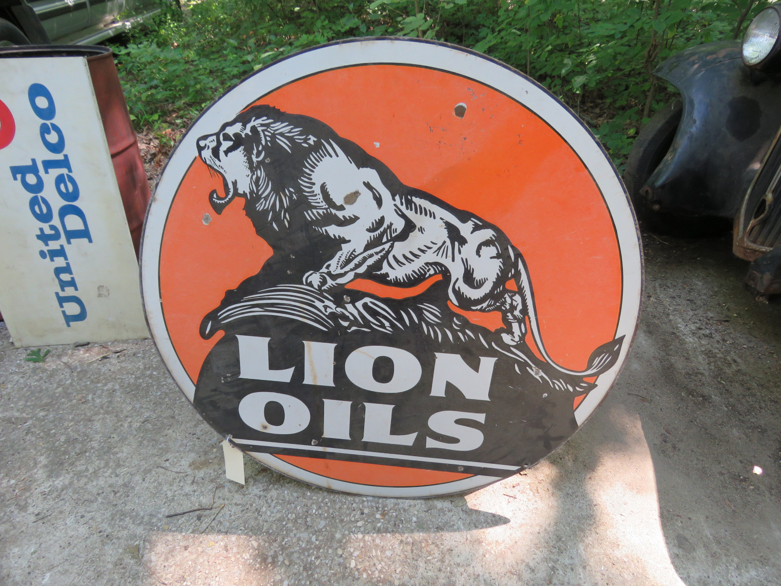 Lion Oil DS Porcelain Sign 41 inches Round - Image 1