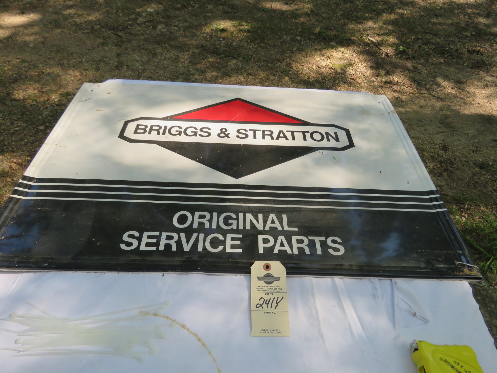 Briggs & Stratton Painted Tin Service Sign SS - Image 1