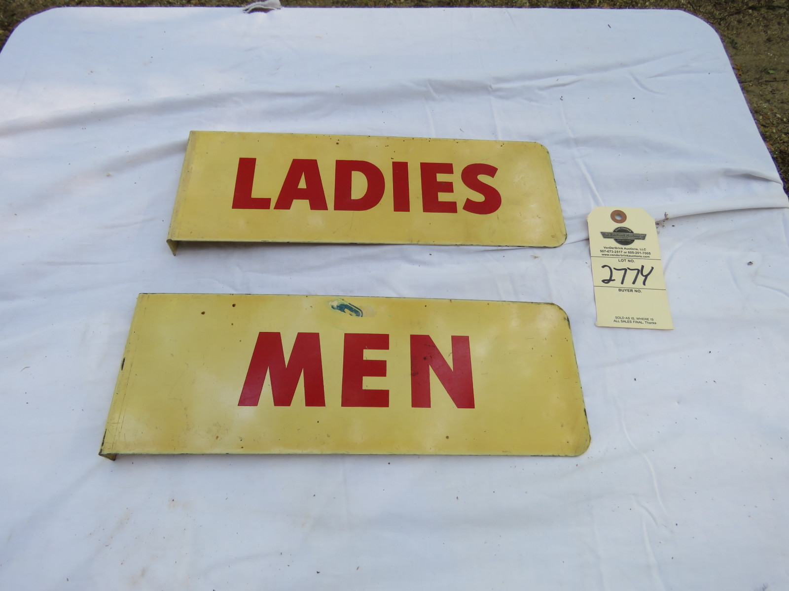 Men & Women Painted Tin Restroom Signs - Image 1