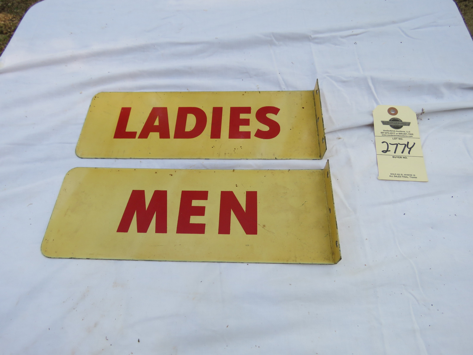Men & Women Painted Tin Restroom Signs - Image 2