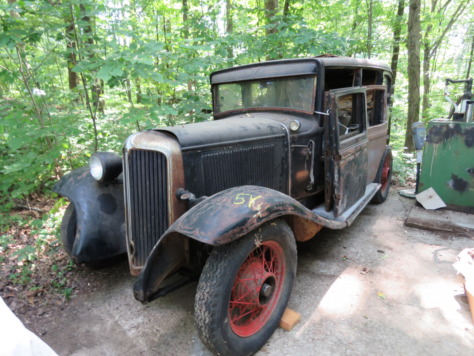 1931 Chrysler CM6 4dr Sedan Project - Image 1