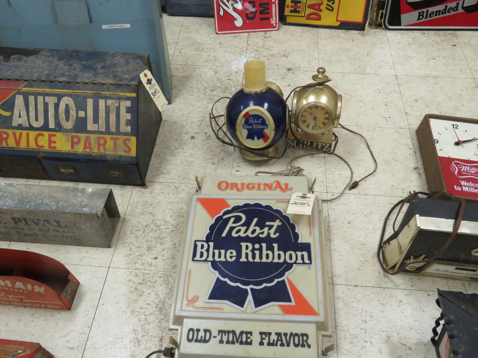 Pabst Beer Lite and sign Group-Not working Plastic - Image 1