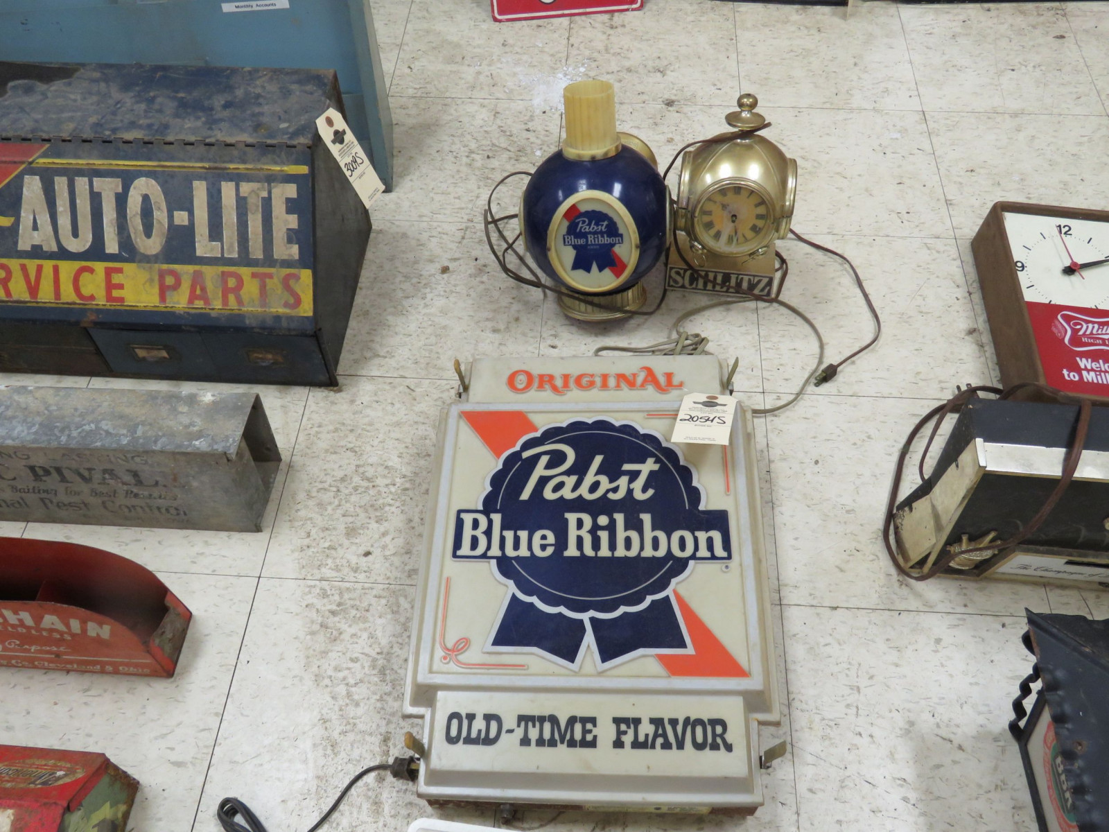 Pabst Beer Lite and sign Group-Not working Plastic - Image 2