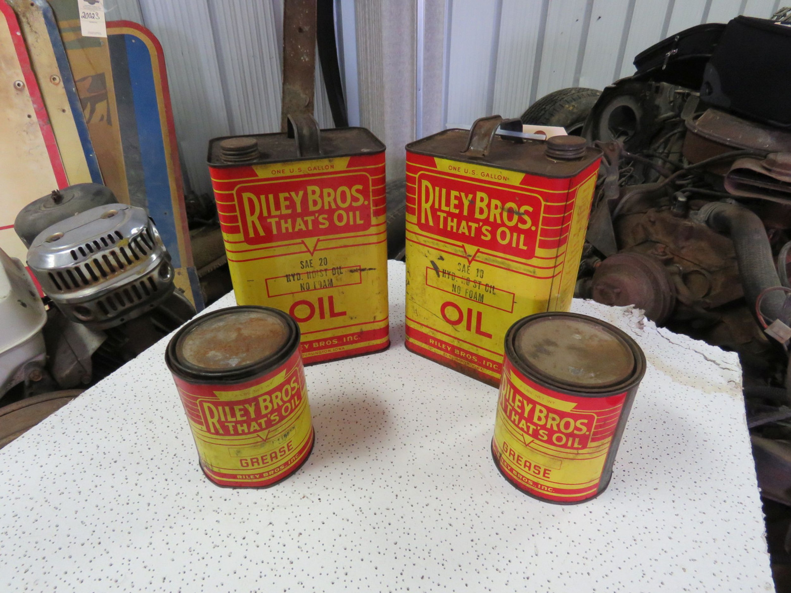 Riley Brothers 2 quart Oil Cans - Image 2