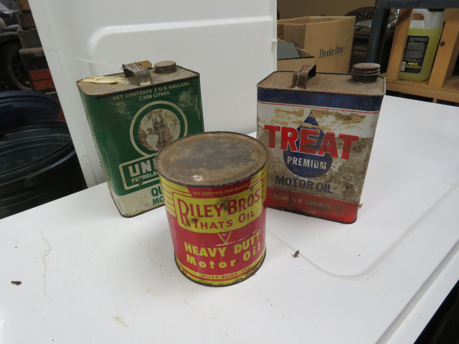 Riley Brothers 2 quart Oil Can - Image 2