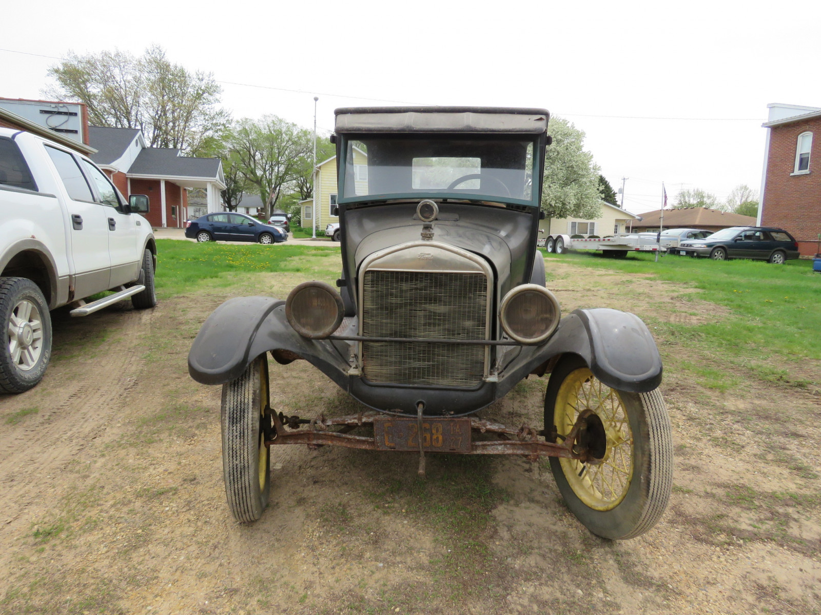 1927 Ford Model T 2dr Sedan - Image 2