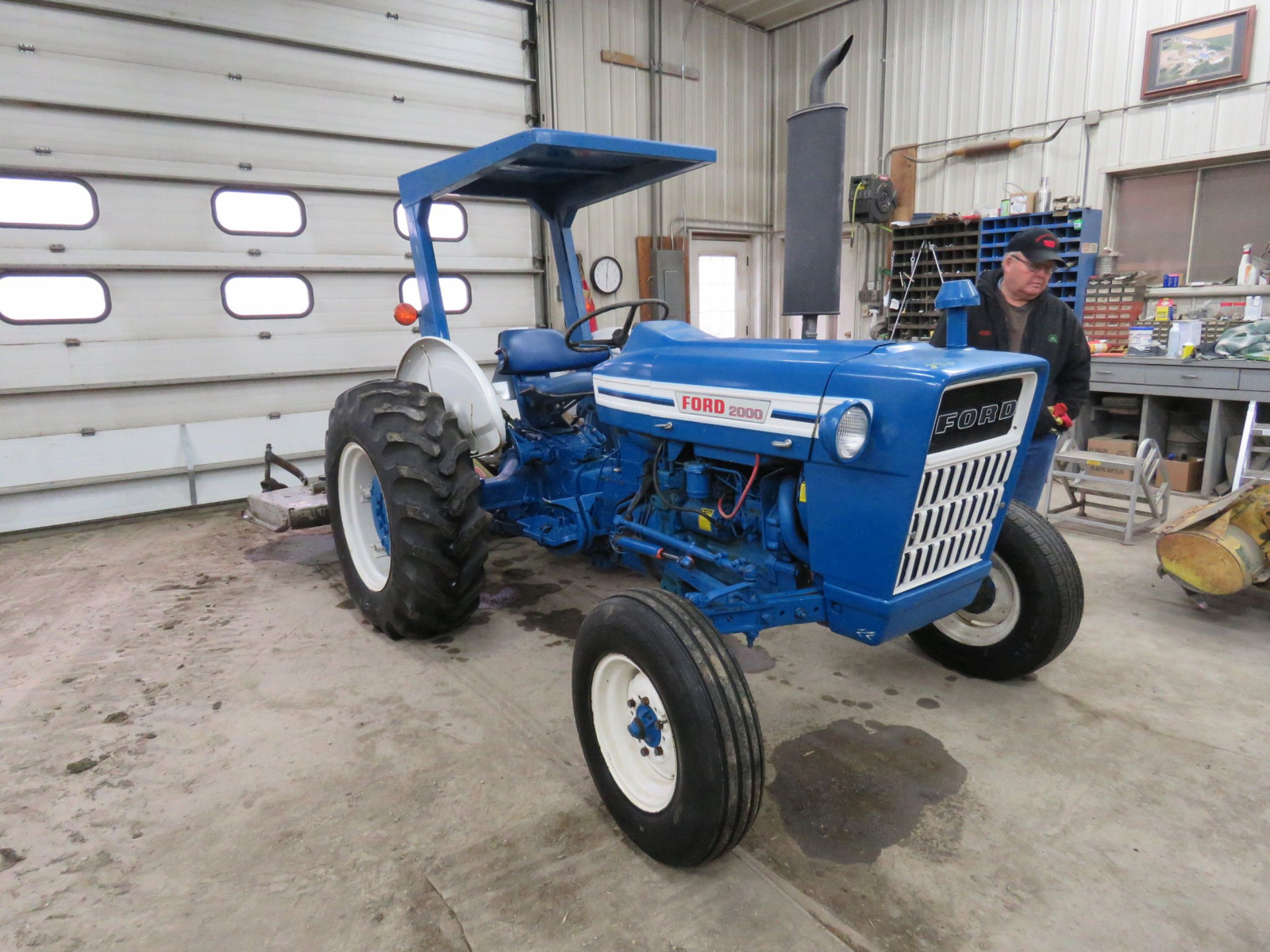 1972 Ford 2000 Tractor - Image 1