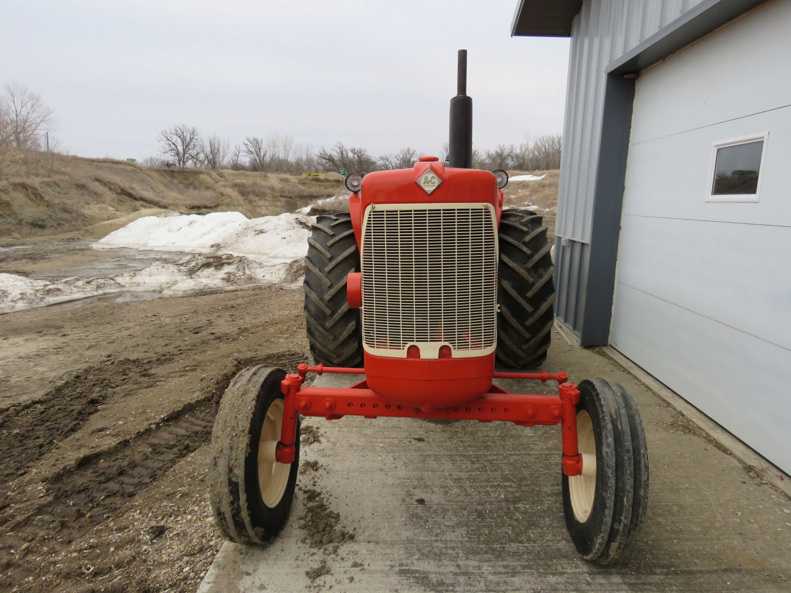 Allis Chalmers D17 Tractor - Image 2