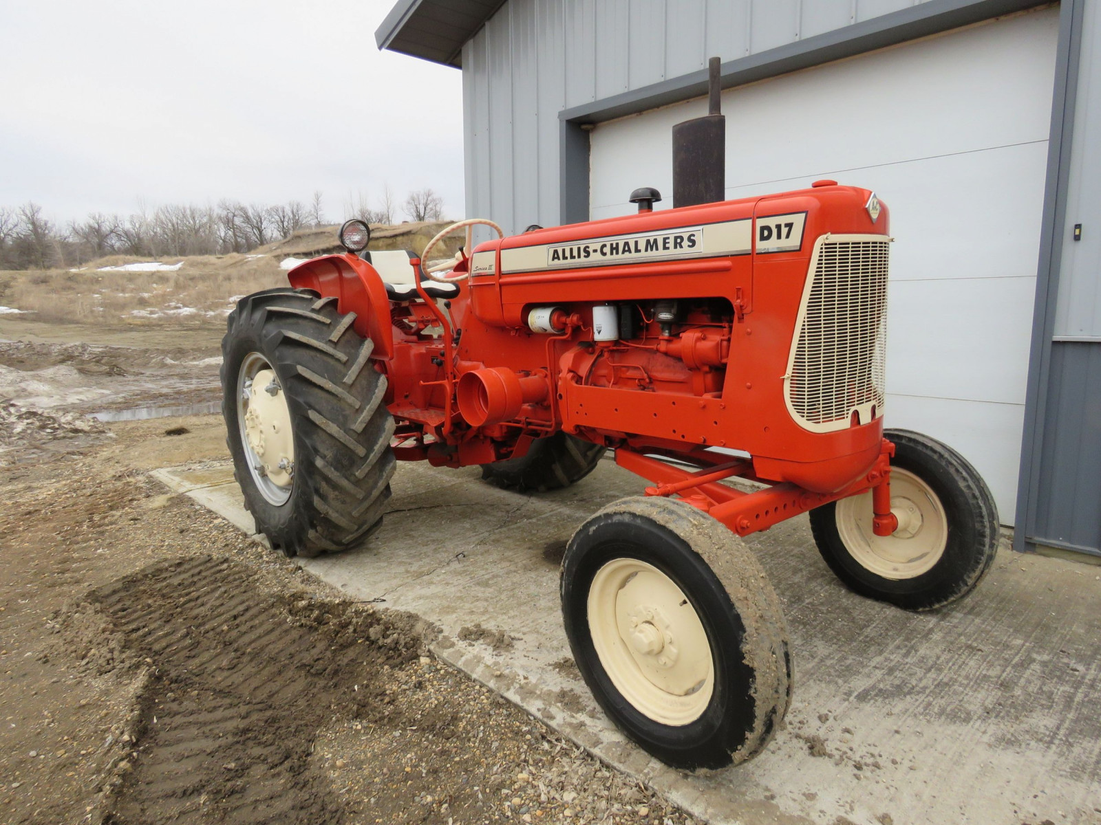 Allis Chalmers D17 Tractor - Image 3