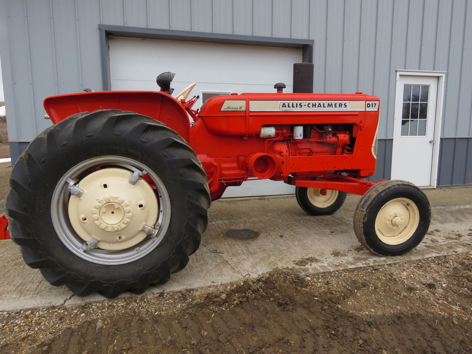 Allis Chalmers D17 Tractor - Image 5