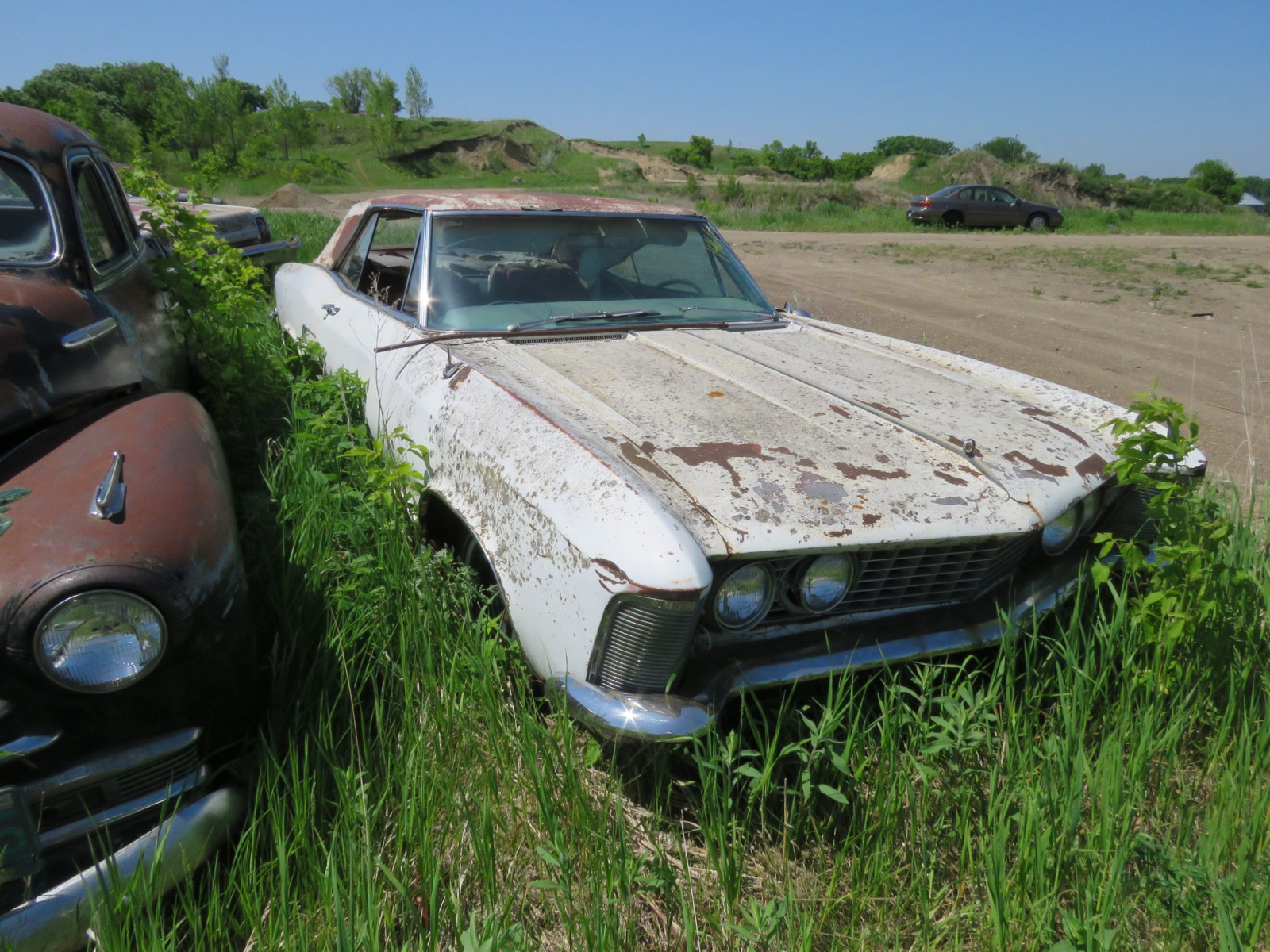 1960's Buick Riviera Coupe for project or parts - Image 2
