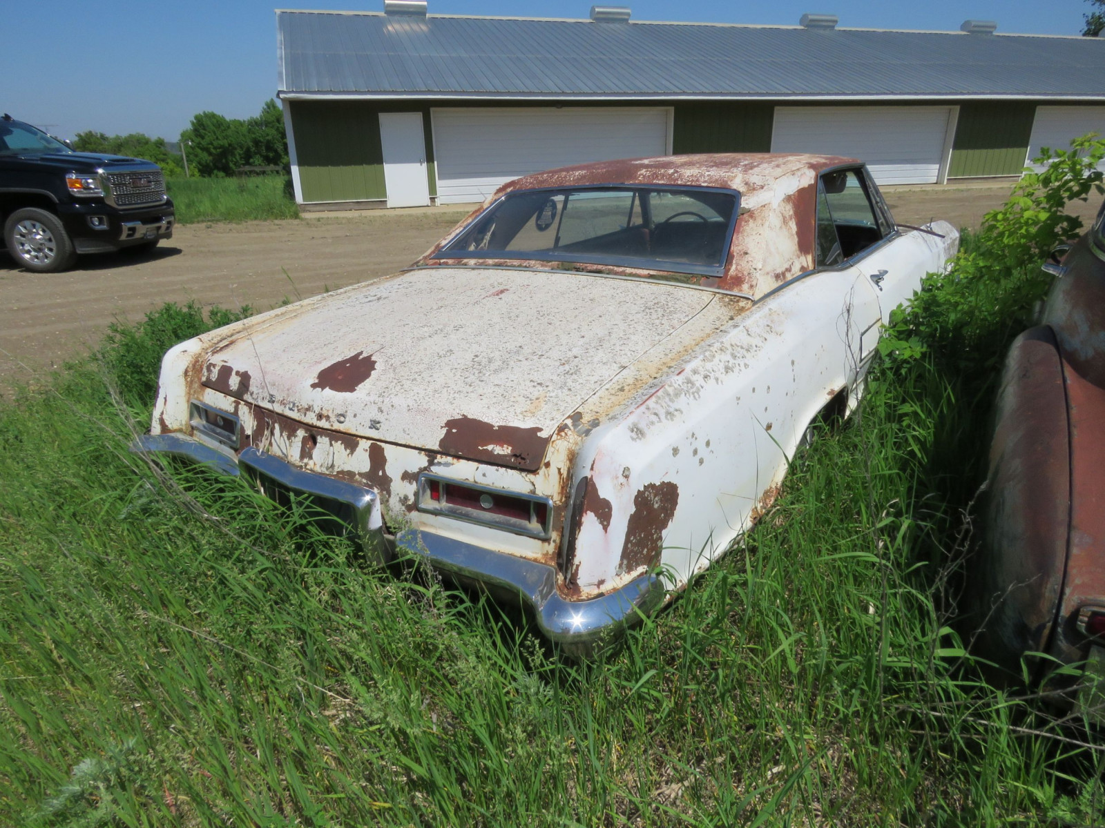 1960's Buick Riviera Coupe for project or parts - Image 4