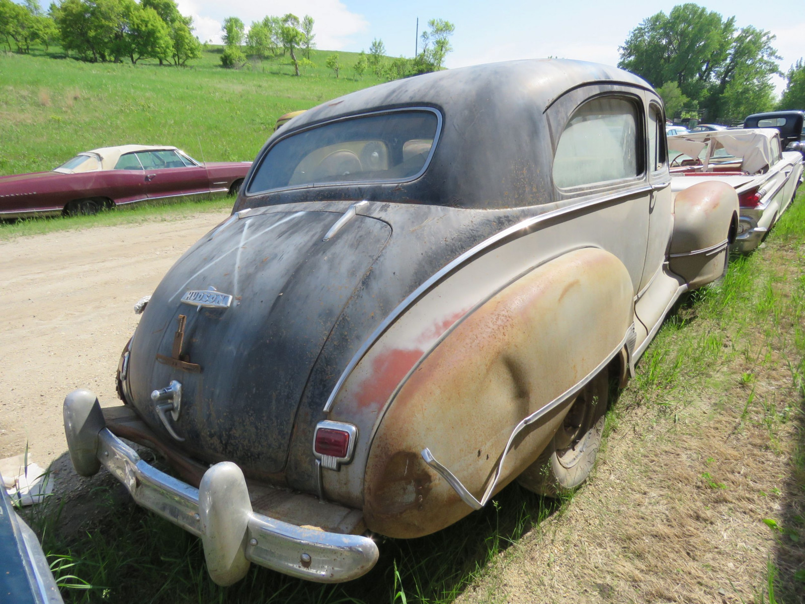 1946 Hudson 2dr Sedan for Rod or Restore - Image 3