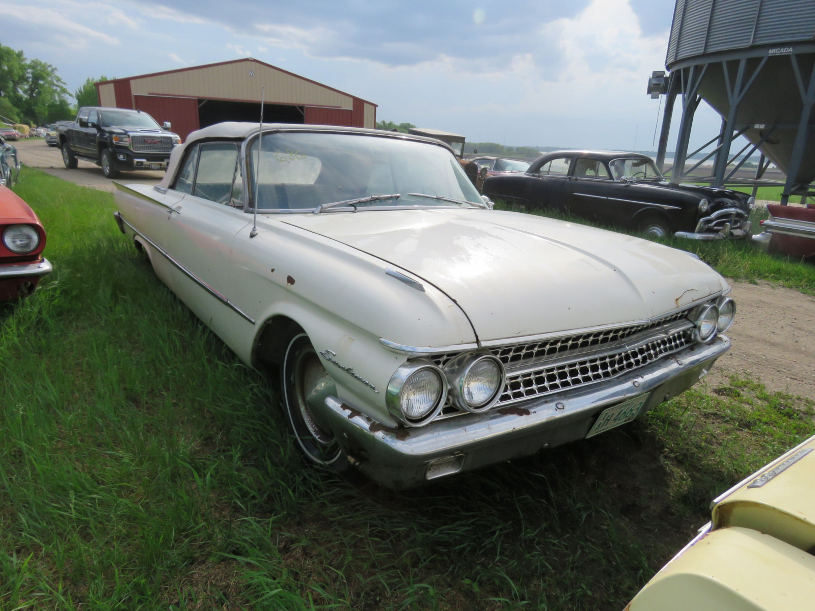 1961 Ford Sunliner Convertible 1G55W143311 - Image 1