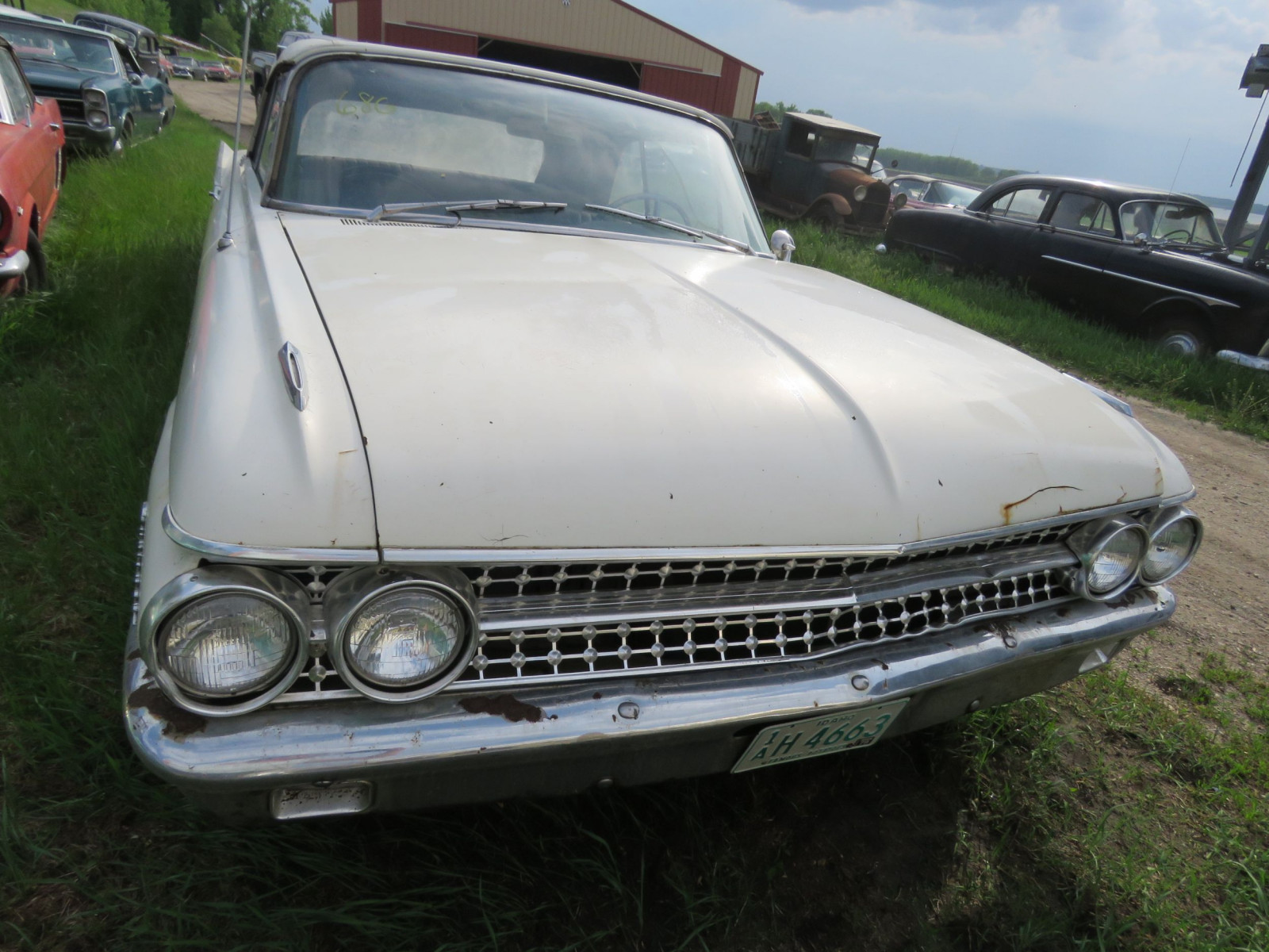1961 Ford Sunliner Convertible 1G55W143311 - Image 2