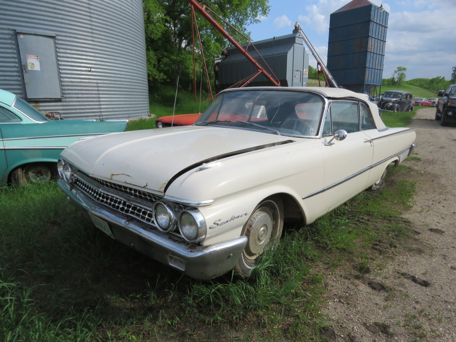 1961 Ford Sunliner Convertible 1G55W143311 - Image 3