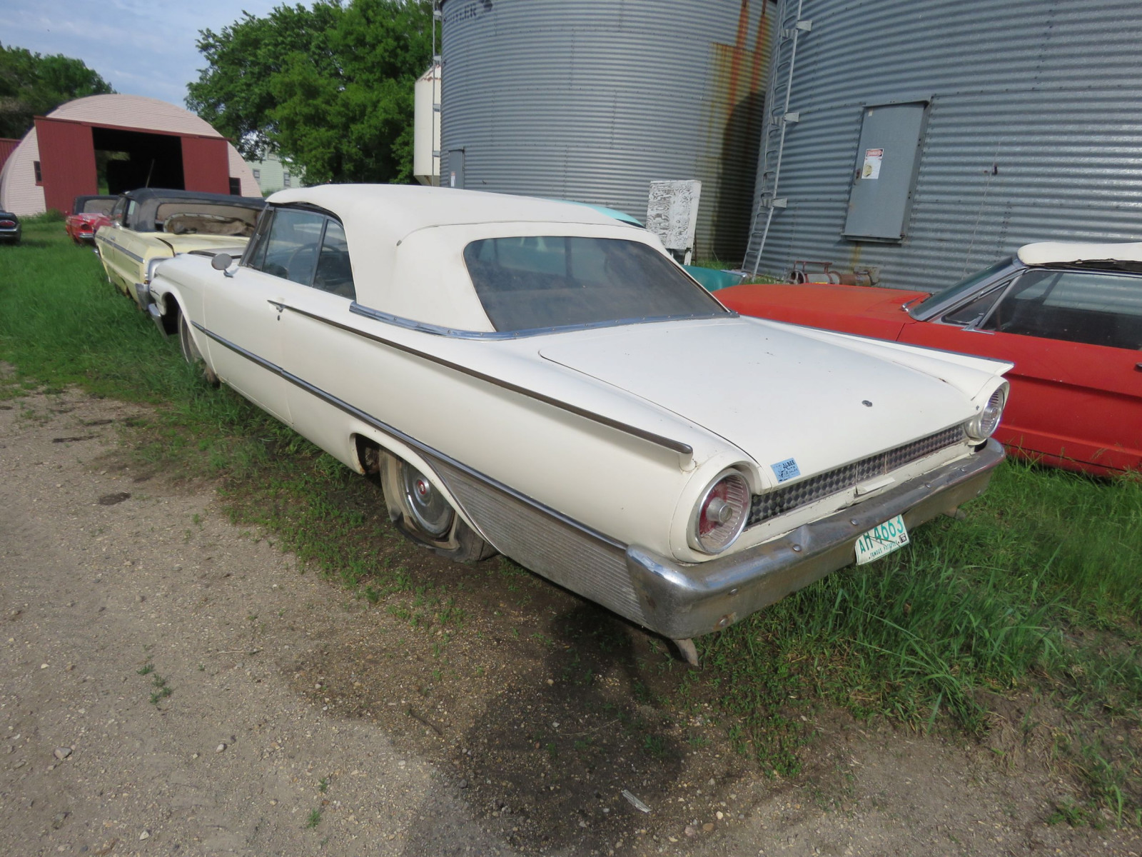 1961 Ford Sunliner Convertible 1G55W143311 - Image 4