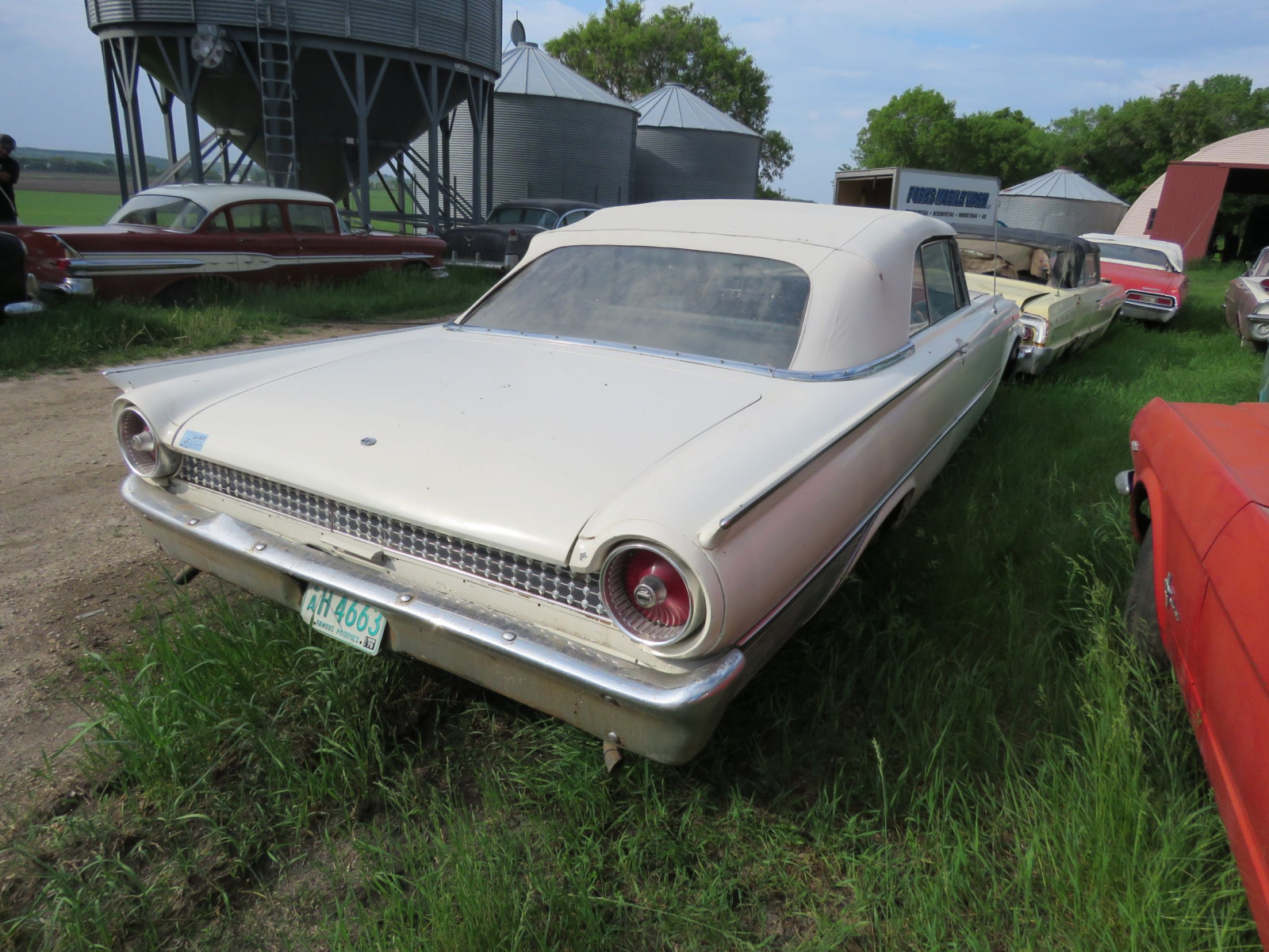 1961 Ford Sunliner Convertible 1G55W143311 - Image 5