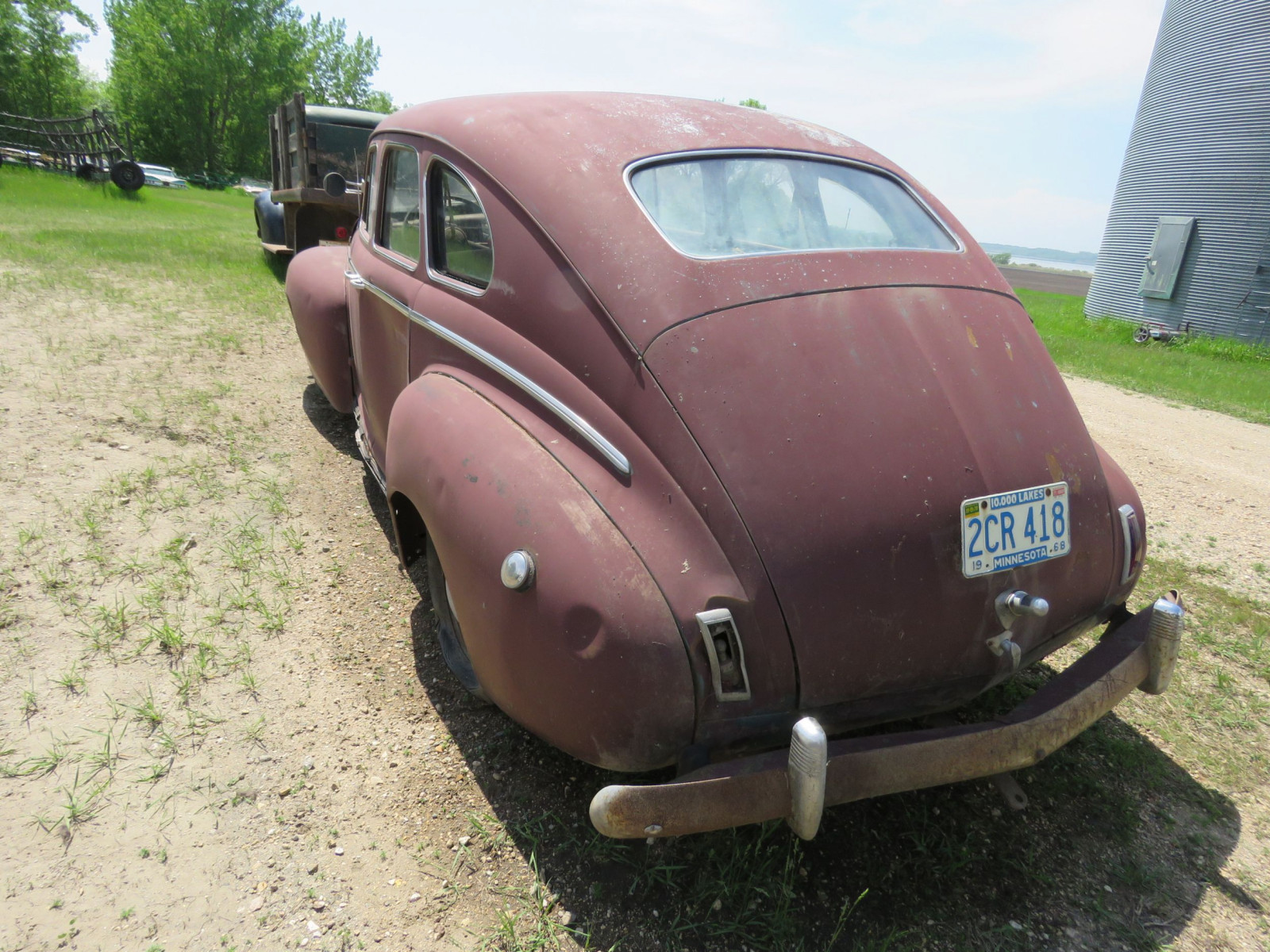 1941 Nash 6 4dr Suicide Sedan for Rod or Restore - Image 3