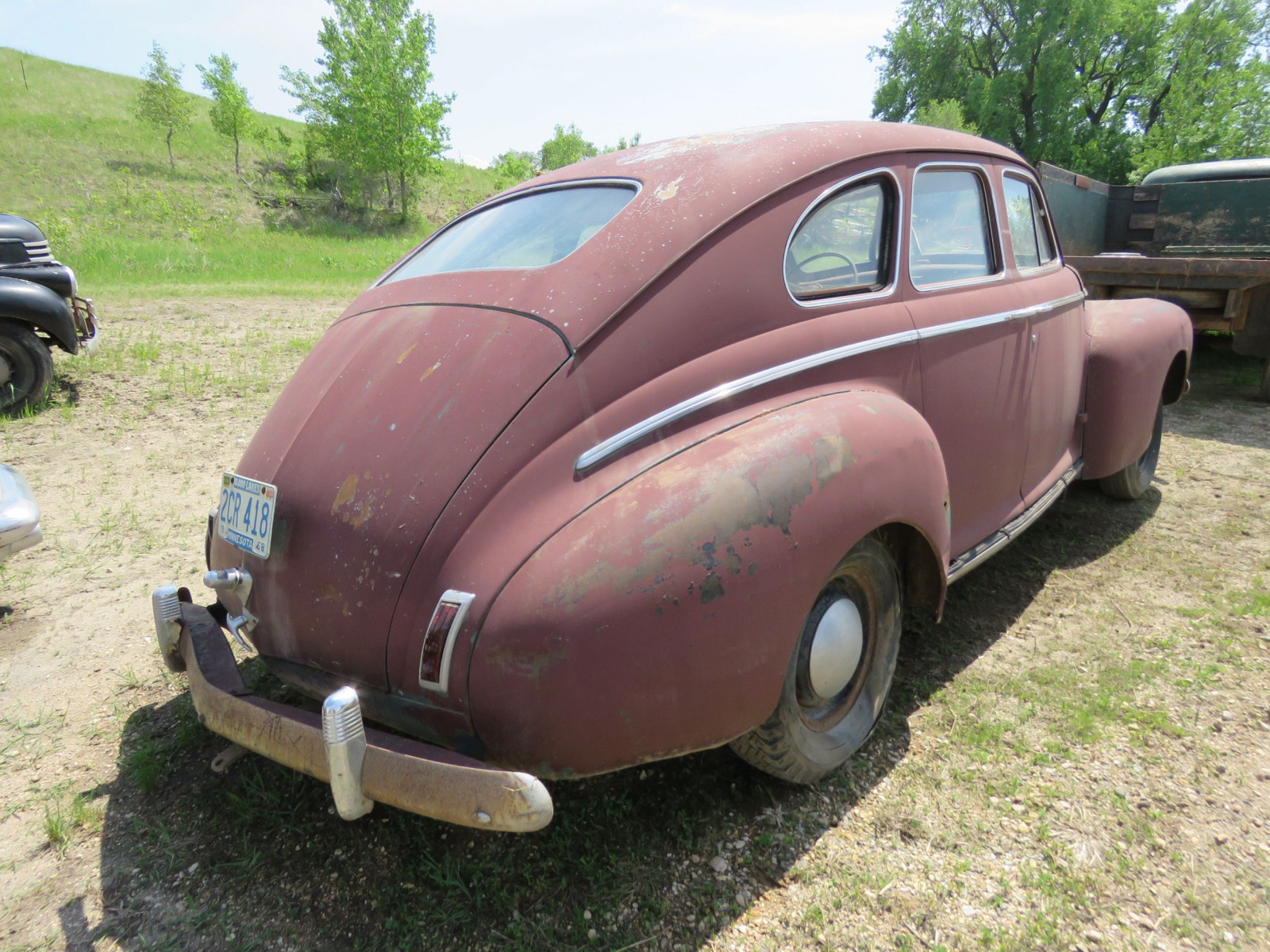 1941 Nash 6 4dr Suicide Sedan for Rod or Restore - Image 4
