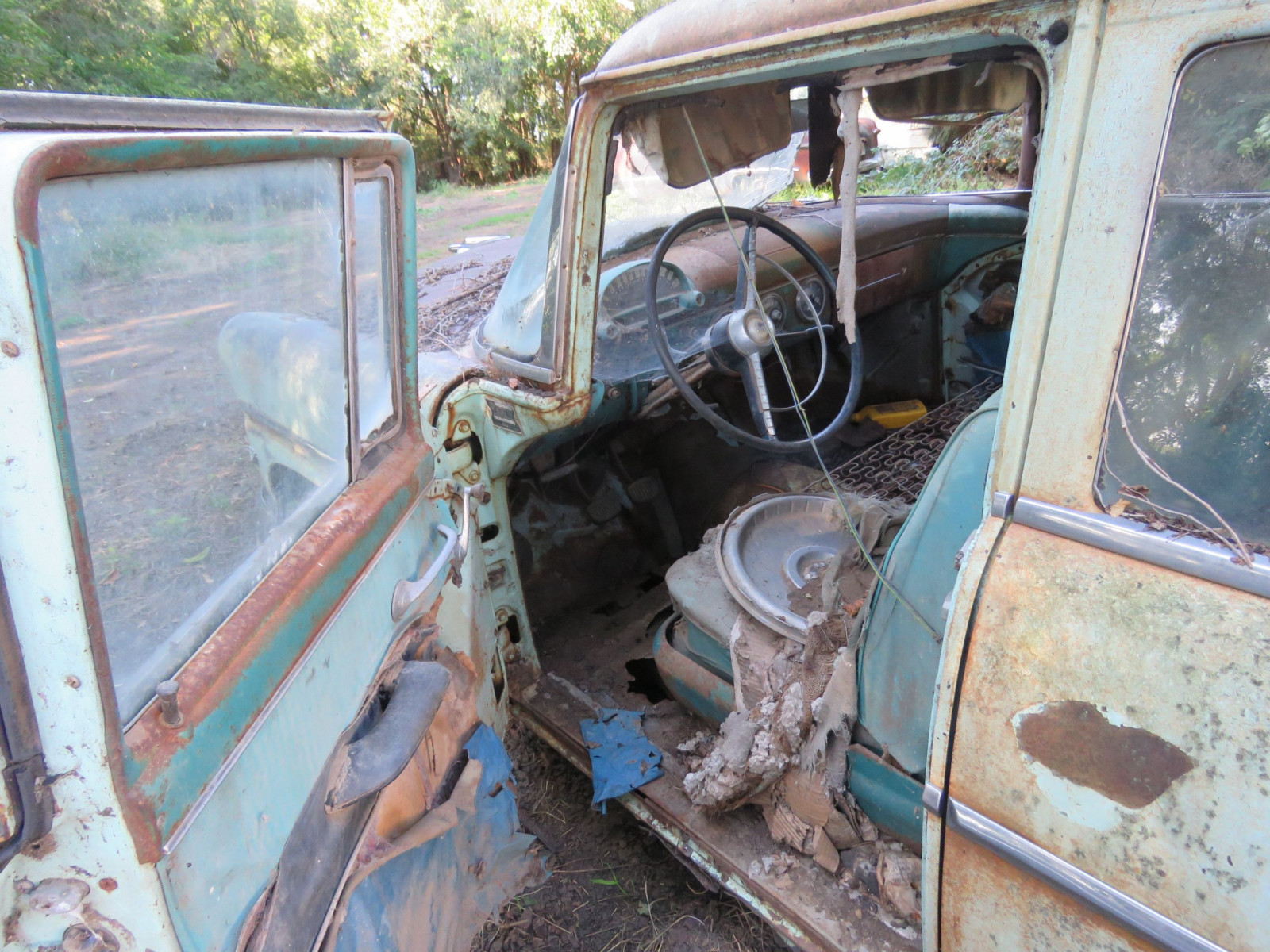 1955 Ford Customline 4dr Sedan for Project or Parts - Image 3