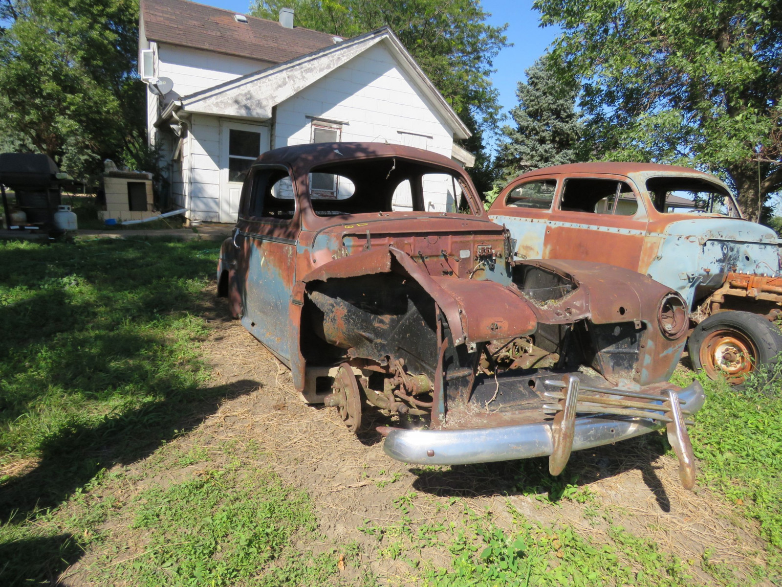 1946 Ford 2dr Sedan for Project or Parts - Image 1