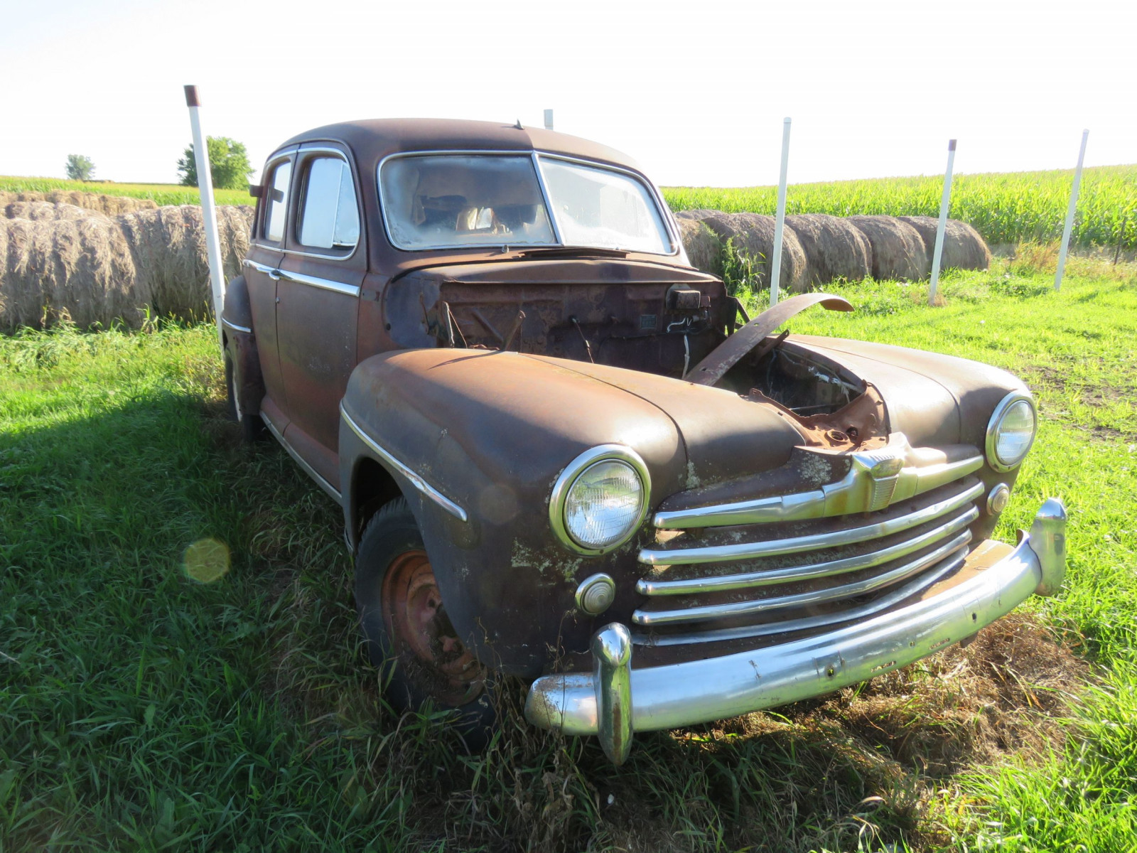 1947 Ford 4dr Sedan for Project or Parts - Image 2