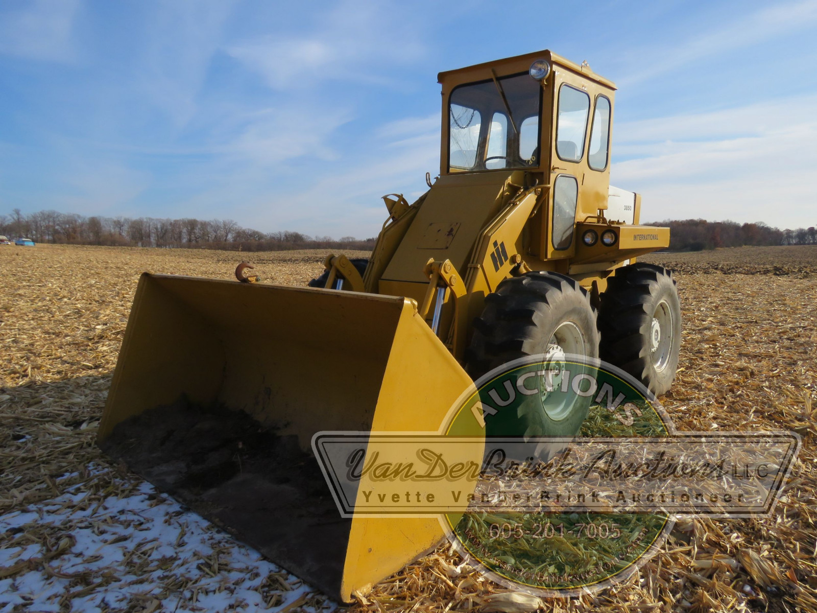 International 3850 Payloader - Image 1