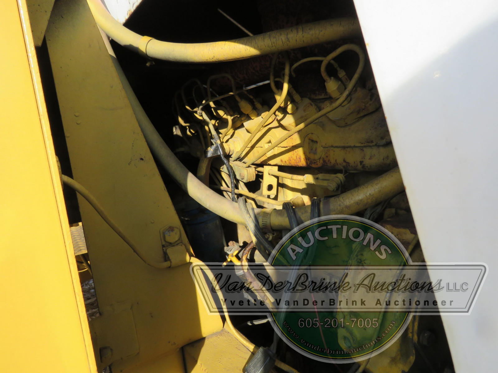 International 3850 Payloader - Image 10