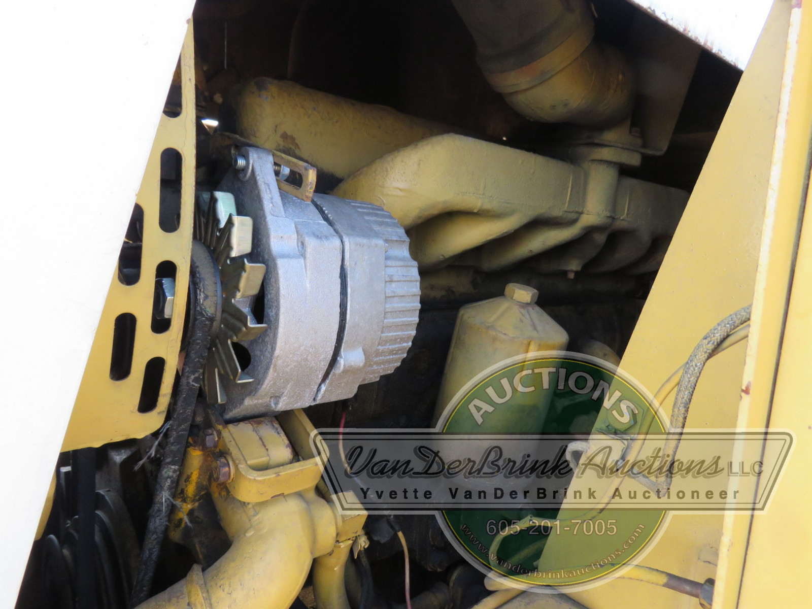International 3850 Payloader - Image 11